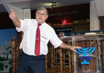 O fundador do Ministério Ensinando de Sião, rabino Mess. Marcelo M. Guimarães, fala da importância de judeus e gentios como família de Deus (Ef 2:19)