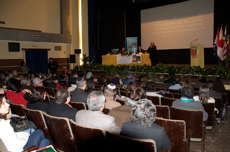 O Teatro de Castelo de Vide ficou lotado. Acadêmicos, estudiosos e interessados na causa Anussim compareceram para discutirem sobre o tema.
