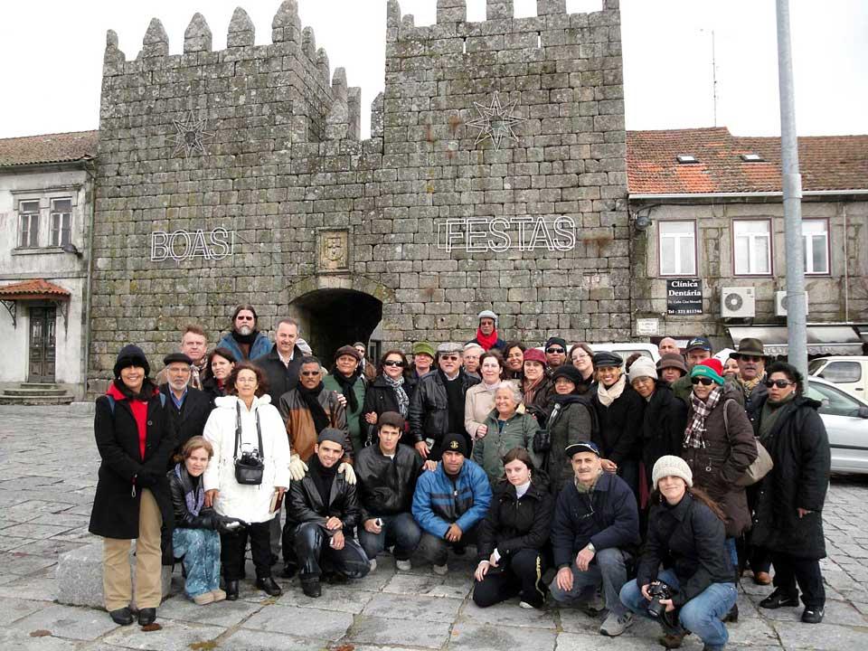 Grupo do Ensinando de Sião às portas medievais da cidade de Tomar