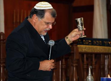 O rabino Mess. Marcelo M. Guimarães abre a Festa celebrando a Havdalá de Shabat
