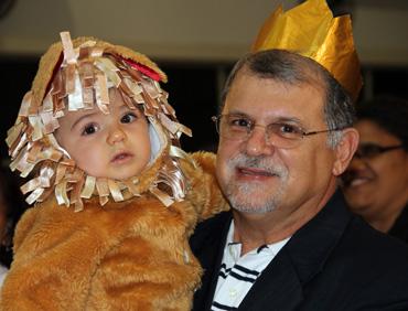 """Rabino Marcelo e seu neto Daniel, ou melhor, """"leão da tribo de Judá"""""""