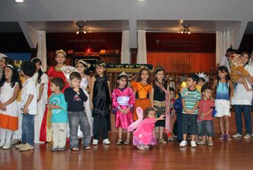 Crianças da Har Tzion devidamente fantasiadas
