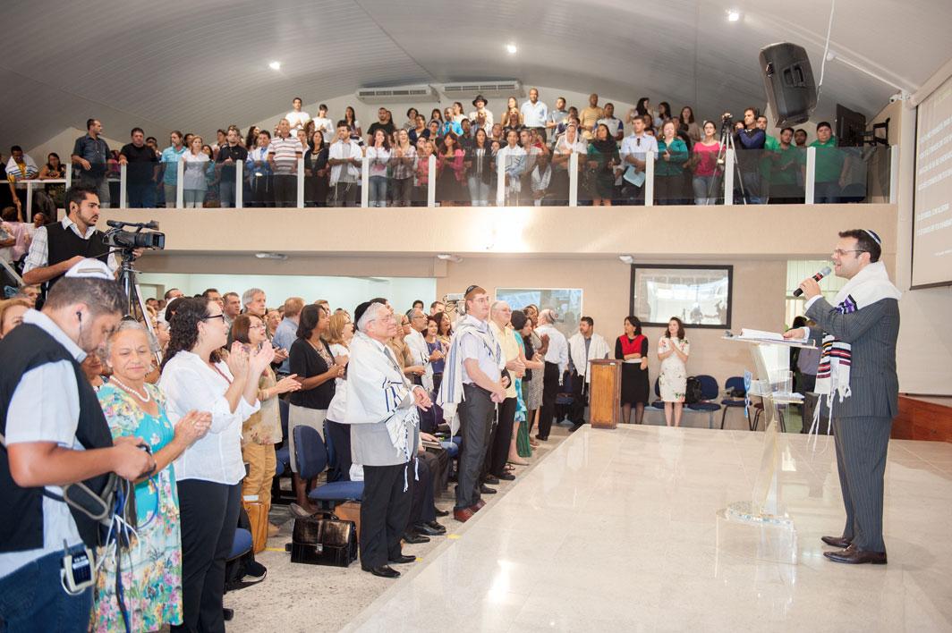 Sinagoga Har Tzion, onde Judeus e gentios vivem em comunhão, respeitando suas diferenças e celebrando sua unidade.