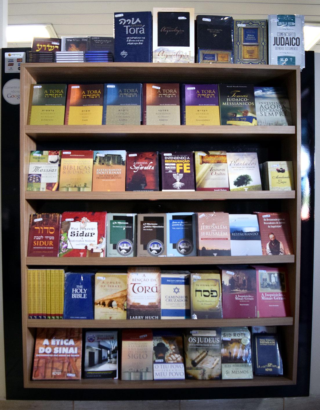 Algumas das literaturas escritas e publicadas pelo Ensinando de Sião.